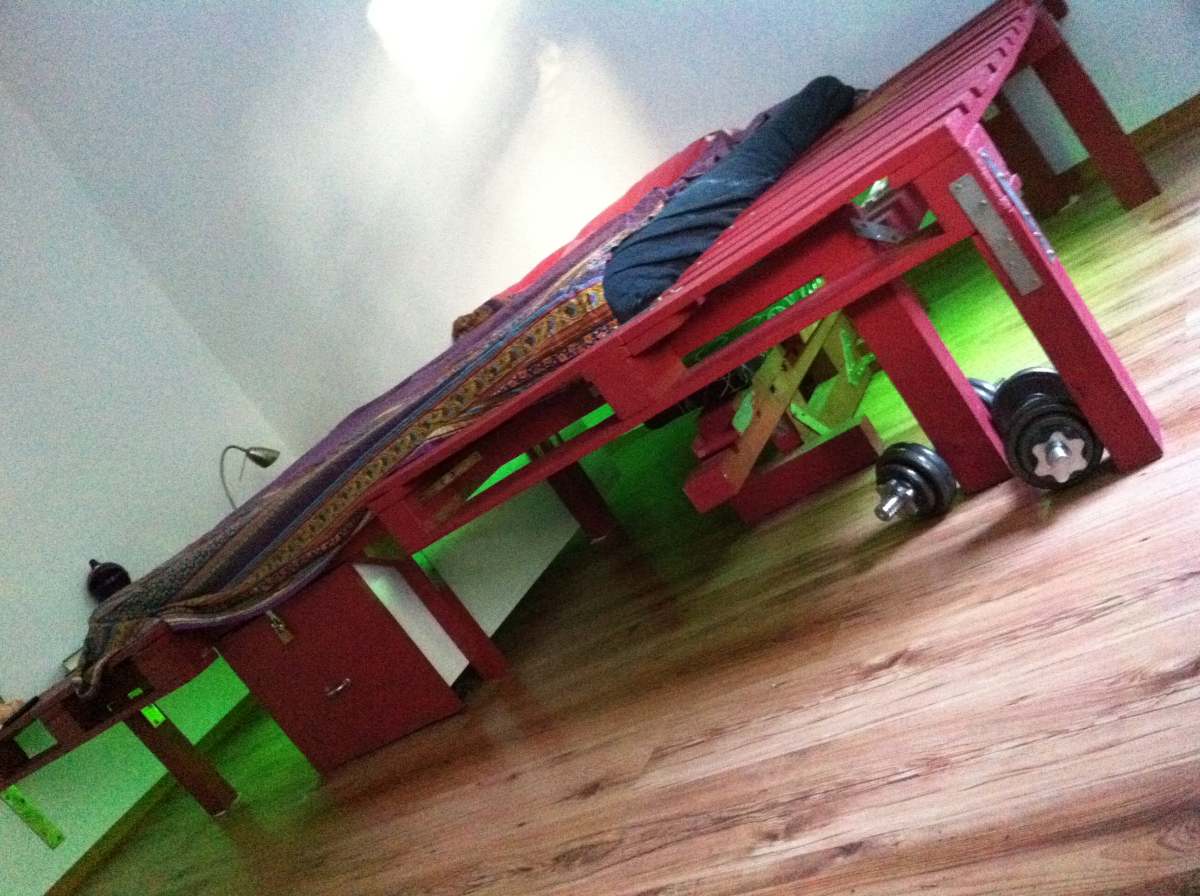 Pallet double bed, pallets and beams, DIY - Pallet ...