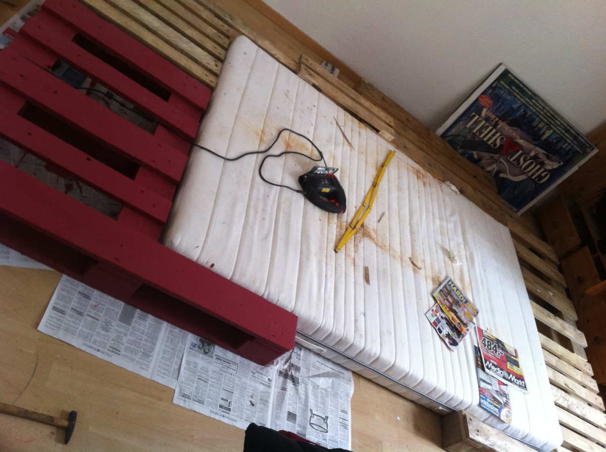 Crafting A King Size Pallet Bed Pallet Furniture