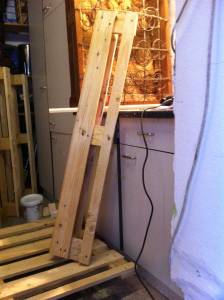 Pallet desk: cutting the pallets to size