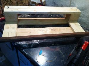 Shoe rack: single shelf unit assembled, front view