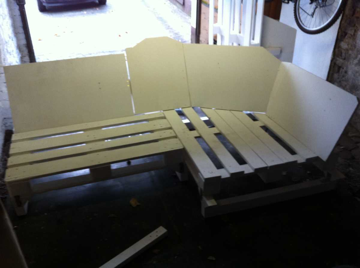 Pallet sofa, part 2: Sofa Corner and core assembly ...