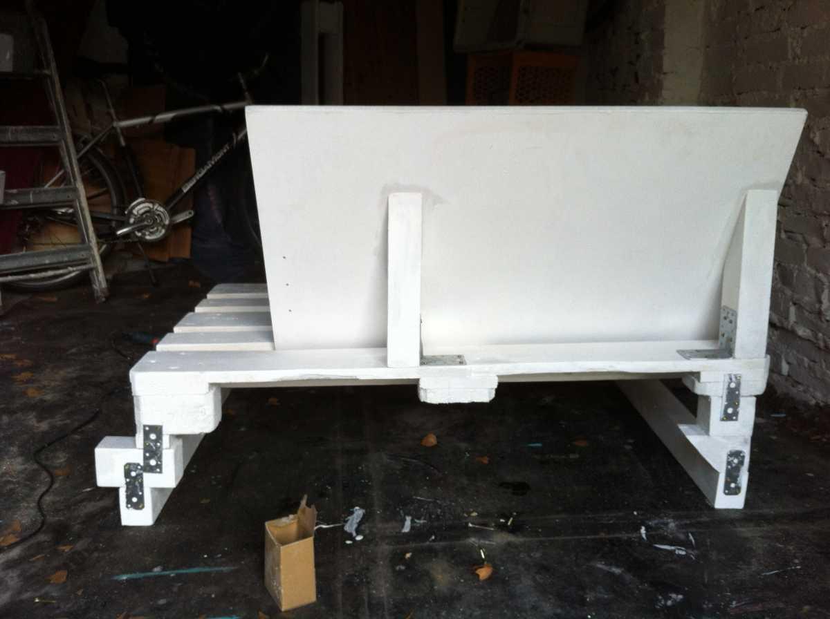 pallet sofa element ugly backside 6 Как своими руками сделать диван из поддонов? %d0%bc%d0%b5%d0%b1%d0%b5%d0%bb%d1%8c poddon palletyi
