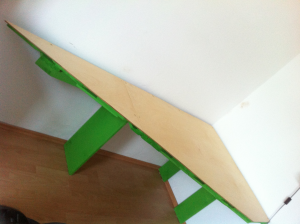 Triangular pallet desk, final assembly on site
