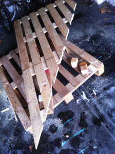 Pallet desk, pallet reassembly: corner reattached again