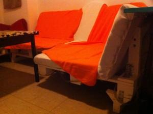 Pallet Sofa, rearranged: moved leg part, detail
