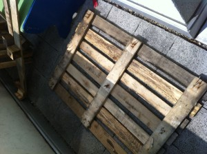 Pallet drawer cabinet, raw material: one disposable pallet