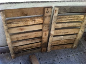 Untreated pallet halves for the side elements of the kitchen cabinet