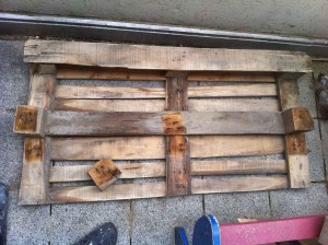 Kitchen shelf pallet: prelinminary dislocations of pallet parts