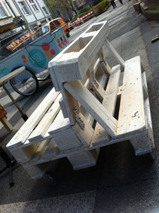 Movable pallet garden bench, white, Bochum