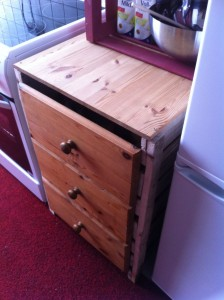 Kitchen cabinet from pallets, with drawers: Completion