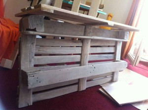 Assembly: upper shelf space with pallet element and re-bolted pallet boards