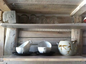 Kitchen shelves from pallets, first test loading with tea sets