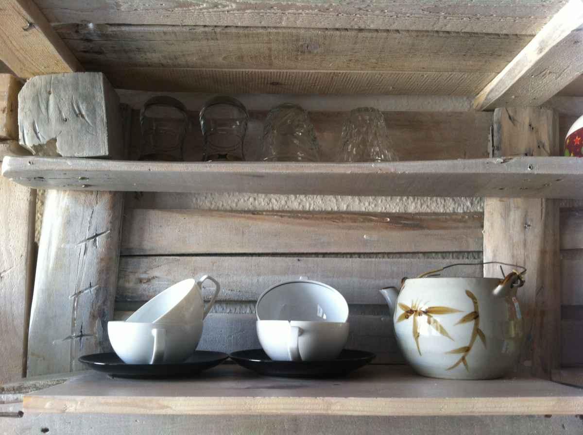 pallet kitchen shelf - diy cupboard alternative - pallet furniture