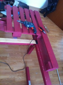 Double bed from pallets - Installation of the first pallet element