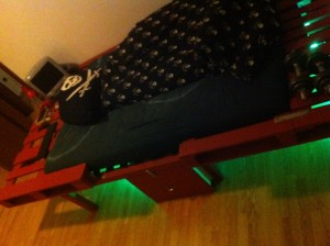 DIY illuminated pallet bed, viev angle 2