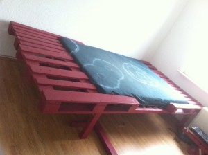Pallet bed: Double bed, lowered mattress