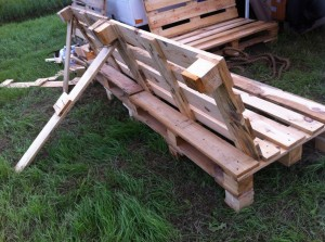 Pallet garden bench, supported backrest, OHM2013