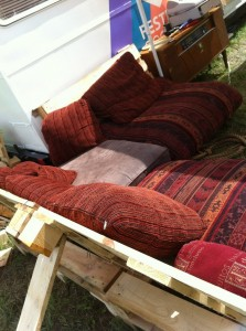 Outdoor pallet bench, upholstered with pillows, OHM2013