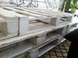 Simple pallet bench, outdoor - detail