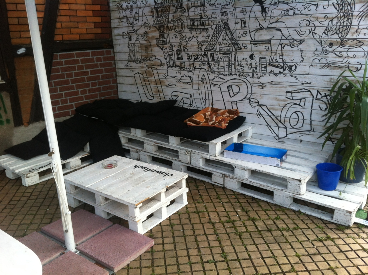 Pallet outdoor bench and table, utopiastadt wuppertal   pallet ...