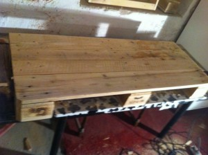 Worktop pallet cupboard 3: Inserting the spare board