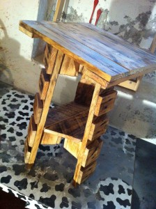 Pallet table, tripod, painted