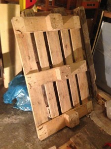 Bottom part pallet, detached footboards