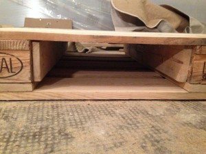 Drawer hole on the pallet table side, front view