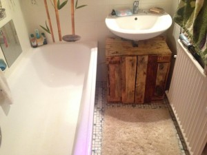Bathroom furniture made of pallets: It works.