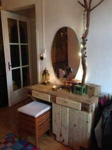 Dressing table, in use