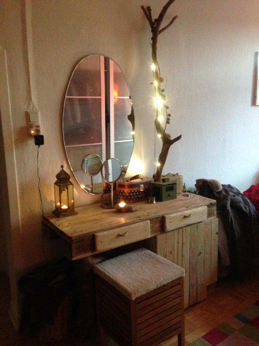 Euro Pallet Dresser With Bark Beetle Branches And Leds
