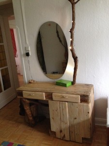 Dressing table from pallets / forest wood and LED, constructed, finished