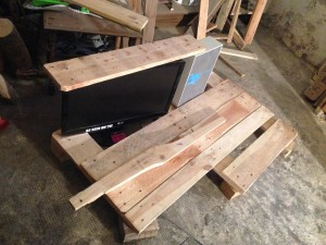 Steampunk desk: Monitor preliminary fixed