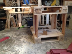 Pallet desk: side walls, corner posts