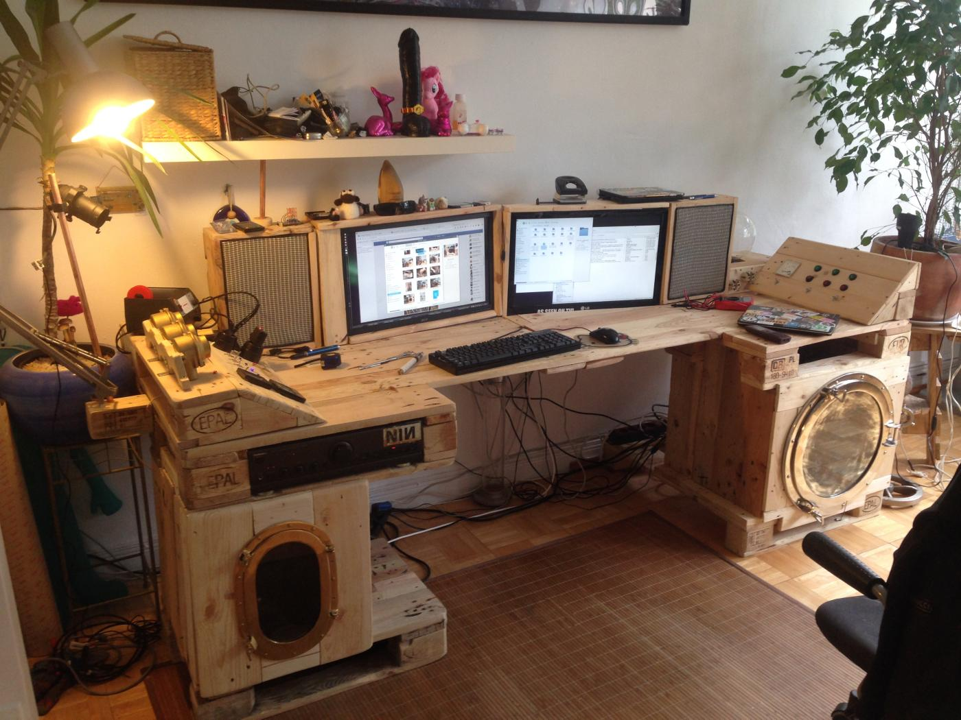 Steampunk desk made of pallets, Part 2 - Pallet Furniture : Pallet
