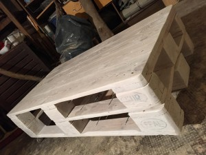Pallet table, white varnish