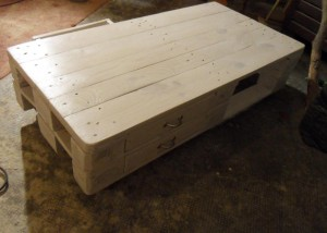Pallet table, side drawers closed
