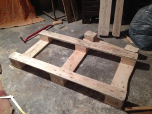 Pallet table base 2: narrowed, fully dismantled and turned round