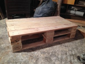 Pallet table: tabletop and substructure, stapled testwise