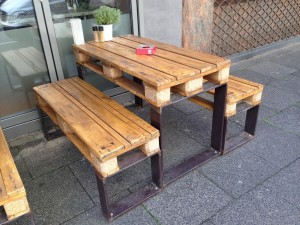 Pallet beer table set