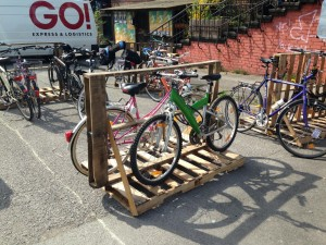 Bicycle stand, disposable pallets, temporarily, Utopiastadt