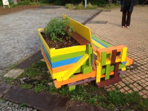 Pallet bench, integrated flowerbed, Utopiastadt